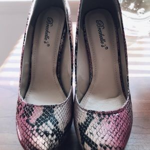 Breckelles Tan Pink Snake Heels